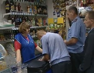 Стоит ли запрещать ли водку?