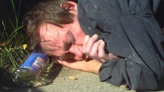 Что нужно делать, чтобы помочь пьющему алкоголику бросить пить
