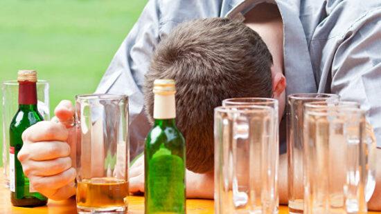 Связь алкоголизма с запоями. Что такое алкоголизм